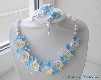Wedding necklace with pearls blue