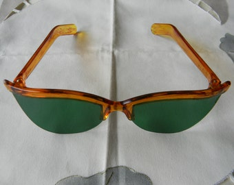 True vintage rare FOSTA sunglasses 1950's. Made in the USA.Mint. NOS.