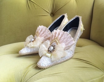 Marie Antoinette Heels Shoes Ivory Lace Pale Yellow Gold Rococo Baroque Fashion Costume Bridal Appliqué Pearls Venetian Carnivale Versailles