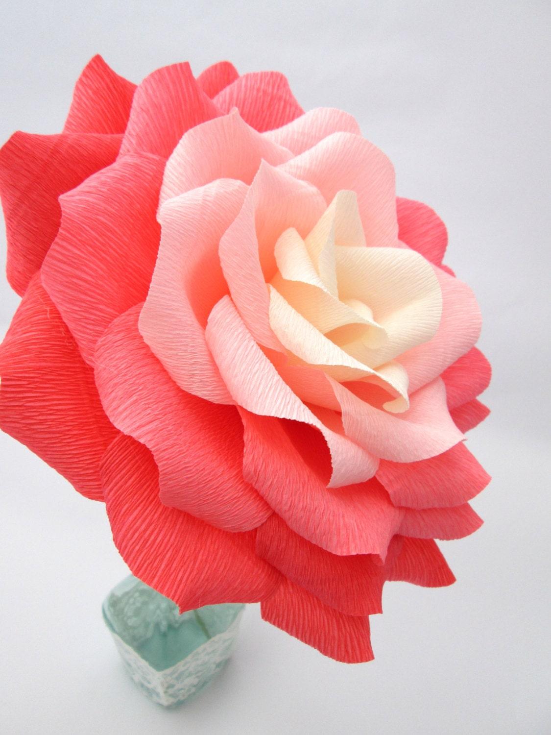 Giant paper flower ombre paper rose wedding for Decoration rose