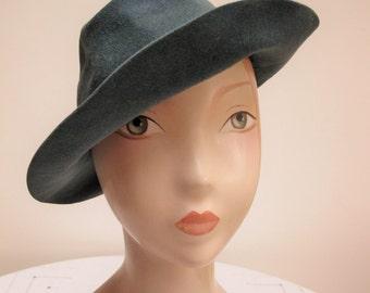 Vintage 1940's Ladies Teal Shaped Felt  Hat