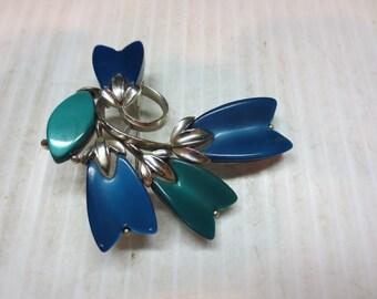 Vintage Lisner Lucite Thermoset Flower Brooch