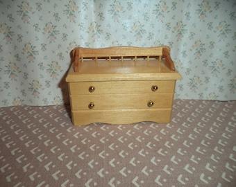 1:12 scale Dollhouse Miniature Light Oak Blanket Trunk/Bench