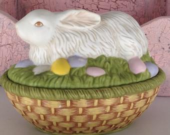 Porcelain rabbit box