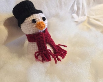 Amigurumi snowmen with scarf