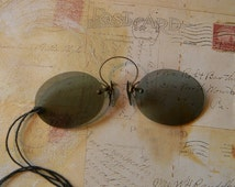 Elegant Antique Pince-Nez Sunglasses in Good Condition for Steampunk Cosplay - Smoke Gray Tinted Oblong Lenses