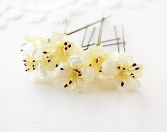 Cream Bridal Hair Pins, Flower Bobby Pins, Bun Hair Accessory, Woodland Hair Pins, Flower Hair Pins, Small Bridal Clips, Bridesmaid Hairpins