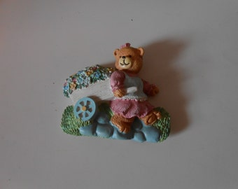 Teddy bear flower girl fridge ornament magnet collectable in great vintage condition