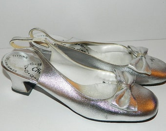 Vintage 1960s Silver Charmaine Shoes with Cute little Bow U.S. Size