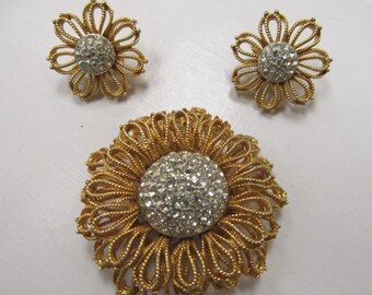 Vintage 2 pc Rhinestone Gold Tone Flower Pin and Earring Set Item W-#734