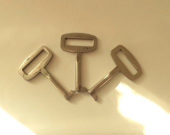 Set of 3 Soviet Vintage keys - Vintage cupboard keys - furniture keys - Skeleton keys -Vintage jewellery & craft supplies