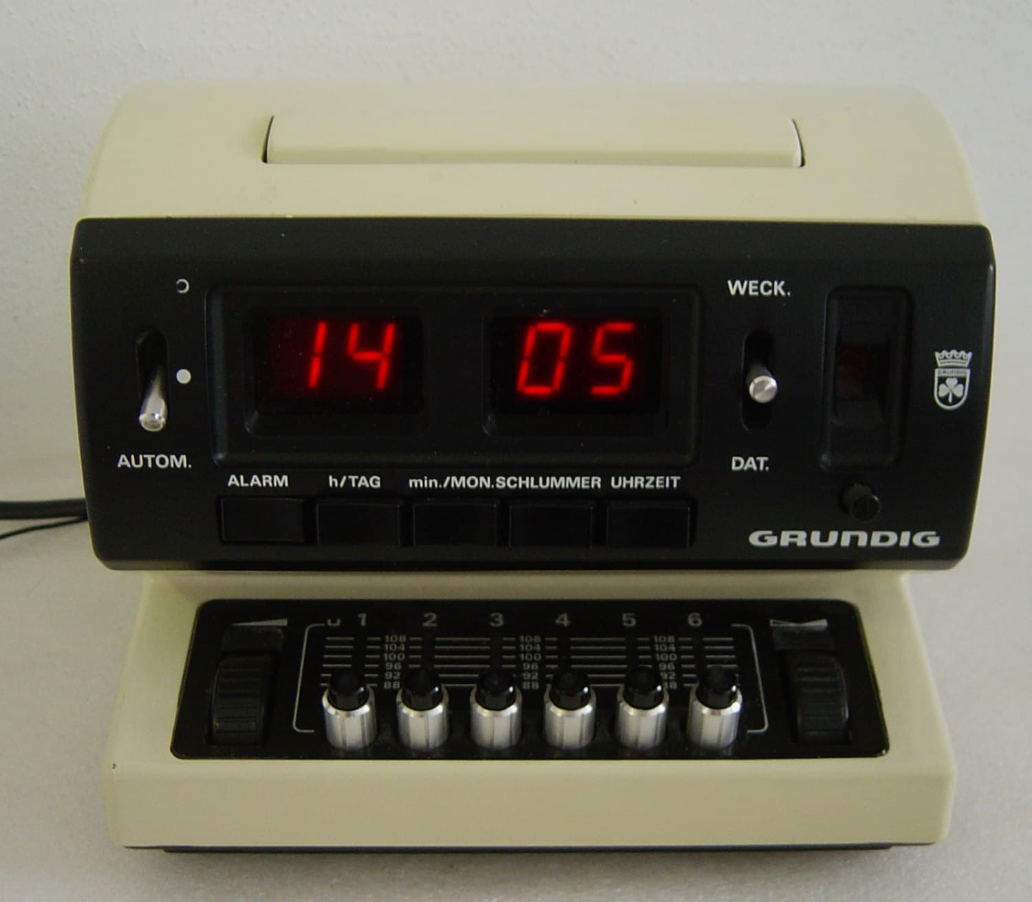 funky vintage 70 s radio r veil grundig sono horloge 500 a ebay. Black Bedroom Furniture Sets. Home Design Ideas