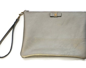 Leather wristlet clutch in metallic warm silver // Bow wristlet with detachable key fob in white gold