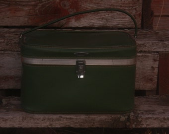Vintage Feather Lite Avocado Green Train Case. Cosmetic Case. Carry On Bag. Retro Luggage. 1960's Luggage. Green. Leather. Mad Men. Mod Case