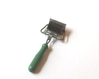 Vintage green painted wood handle metal pastry/noodle cutter, cottage kitchen, vintage baking utensil