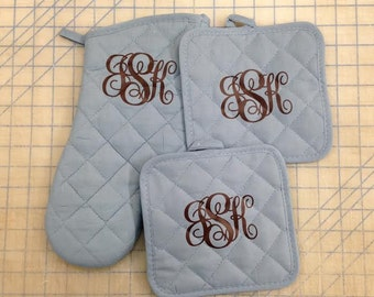 Monogrammed Oven Mitt and Pot Holders