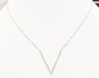14K Gold Diamond V Necklace 6J7739