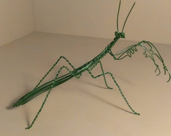 Praying mantis wire sculpture