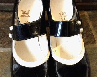 RARE Vintage Antique Estate Valley Shoes  Black Patent Leather with White Trim and Pearl Buttons Pumps Heel Dress Shoes Size 7 1/2 aaa