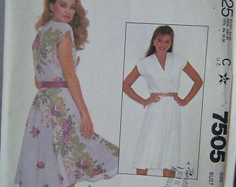 VINTAGE McCall's Pattern7505 Misses' and Junior Petite Dress