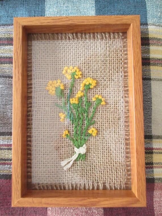 Art culos similares a 1 cuadro bordado a mano sobre tela - Cuadros con tela de saco ...