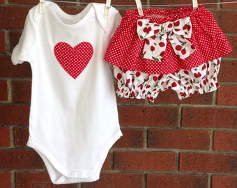 Baby girl outfit, ruffled bloomers and bodysuit, 100% cotton fabric,  red and white strawberry outfit, cute baby girl clothes