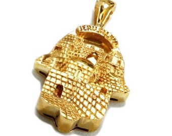 Hamsa Pendant – 3D Jerusalem City Engraving on 14k Yellow Gold