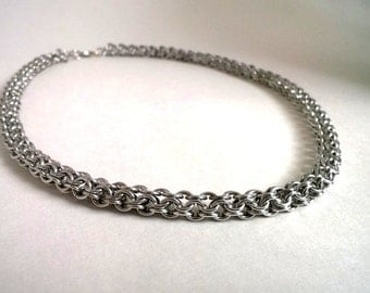 Inverted round chainmaille necklace