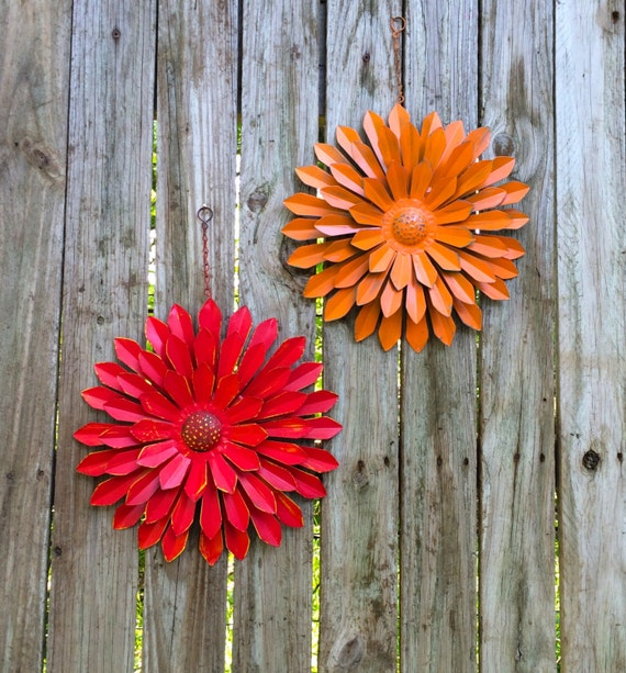 red orange tin wall flowers set of 2 12 metal flower. Black Bedroom Furniture Sets. Home Design Ideas