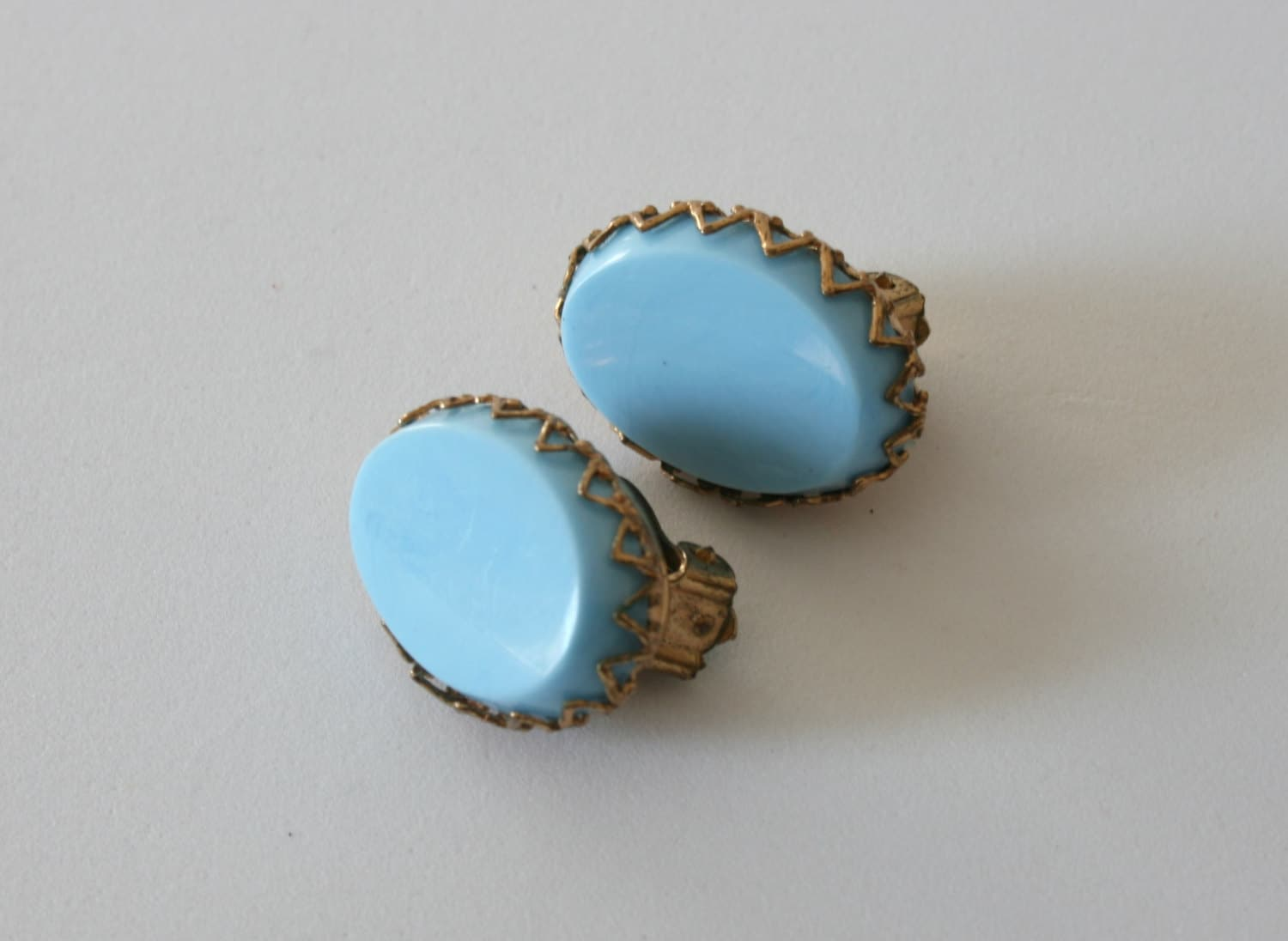 vintage light blue clip on earrings clip by sunnyleaffinds
