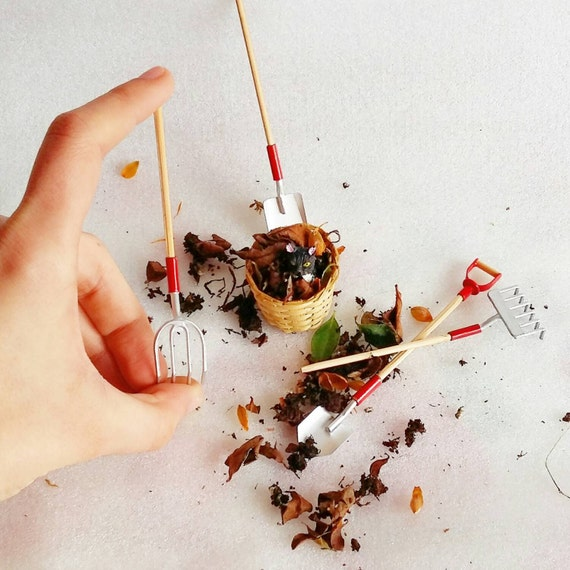 1:12 dollhouse miniature gardening tools set / Miniature rake