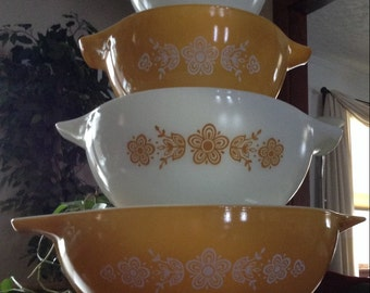 Pyrex Nesting Mixing Bowls~Set Of 4~Butterfly Gold Pattern
