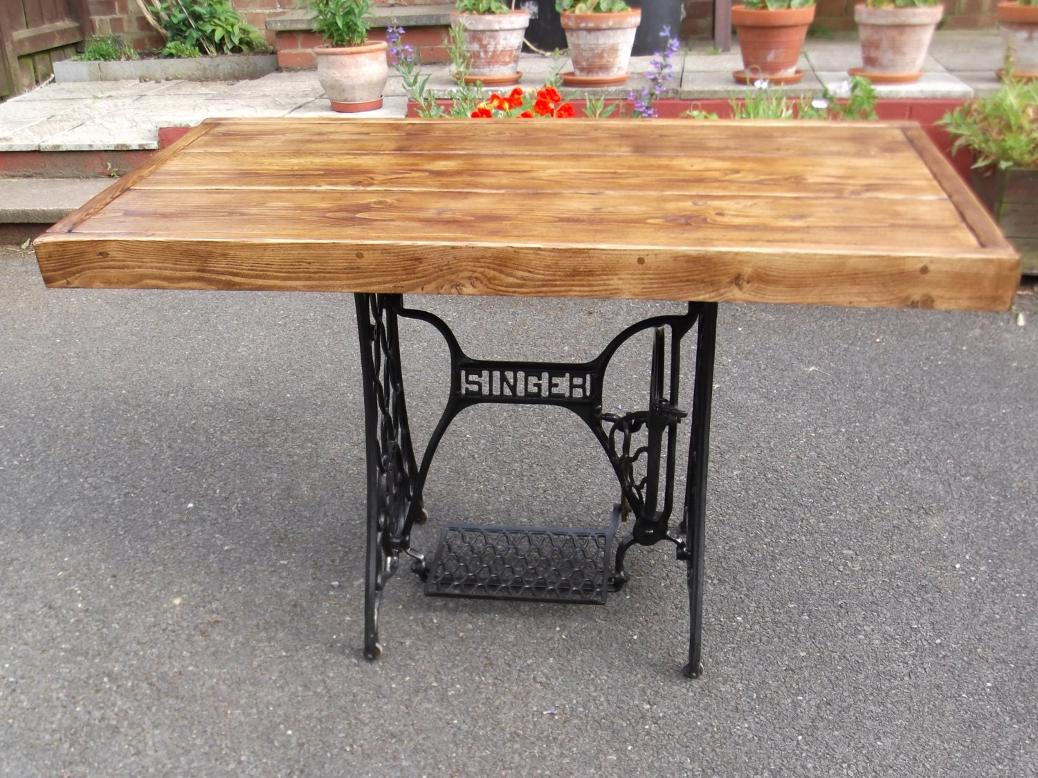 Rustic dining table with vintage singer sewing by rusticcreati - Table machine a coudre singer ...