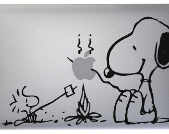 Snoopy Vinyl Sticker Skin Decal for Apple MacBook Mac Air / Pro