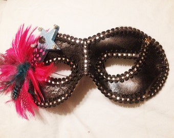 Black Feathered Mask
