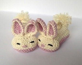 Baby Bunny crochet booties.Baby Easter Gift. Newborn Bunny booties.  Baby Girls shoes. Easter bunny baby shoes.