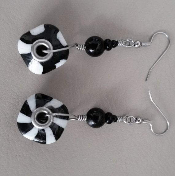 SPIRAL ZEBRA STRIPED Black & White Dangle Drop Earrings. Geometric Pinwheel Swirl Pattern. Silvertone Earwires, Grommets. Glass Beads..