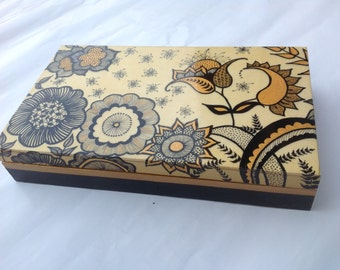 """Box in wood hand painted """"gold Cristhmas flower party"""""""