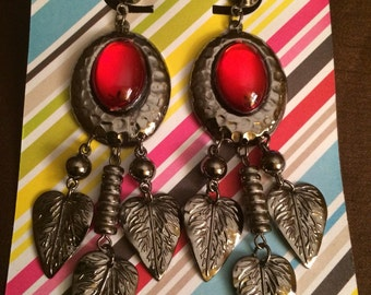 Totally Rad Vintage 80's Red Gem and Feather Design Pierced Earrings