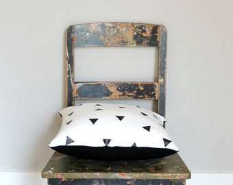Random Triangle, Black & White cushion cover, monochrome triangle white and black throw pillow cover, kids decor, designer lumber cushion.