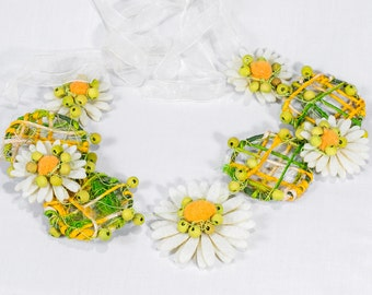 Daisy felt flower necklace, Daisy jewelry, Felt jewelry, Felted jewelry, Green sisal necklace, Green and yellow necklace, Uk sellers only