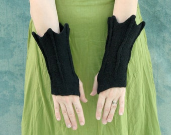 Bat Cuffs - Dragon Gauntlets - Gauntlets - Fingerless Mittens - Arm Warmers - Flared Guantlets - Hand Felted Mittens - Gloves