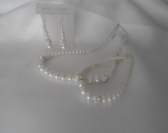Beautiful graduated Bridal Jewelry set.