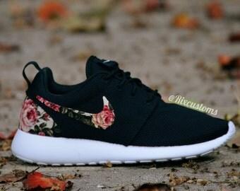 nike noir a fleur