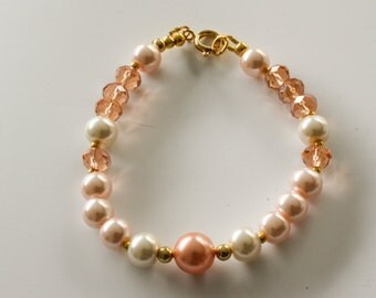 Peach, salmon and ivory pearl bracelet with gold details. Golden bracelet with pearls. Pearl bracelet. Peach bracelet. Salmon bracelet.