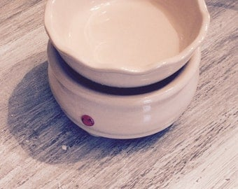 candle warmer and wax tart melt two in one top comes off to place candle on