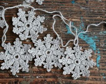 Crochet Garland - Wall Hanging - Small Doily Bunting -- Snowflake garland -- 16 motifs --- grey