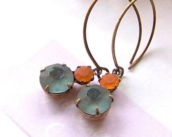 Vintage Rhinestone Earrings, Grey blue Smokey Topaz Rhinestone Dangle Earrings, Antiqued Brass