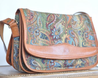 Italian vintage 70s Crossbody Genuine Leather Shoulder Bag // Boho Purse // Hippie Style