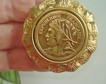 Republique Francaise Coin Style Vintage Jewelry Brooch Gold Tone